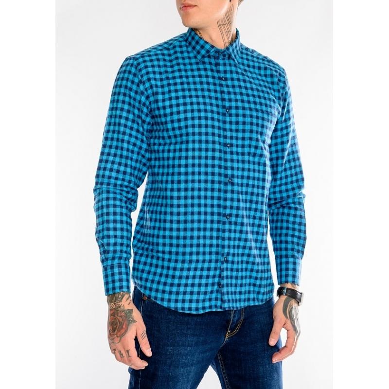 Клечатая рубашка с длинным рукавом.