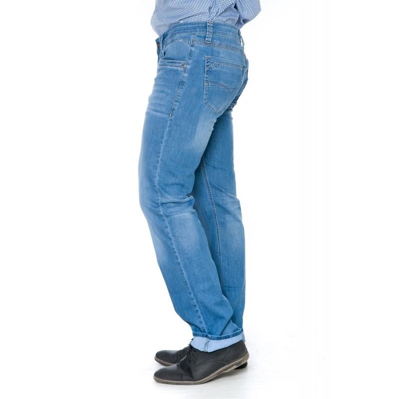 Мужские джинсы синего цвета на весну